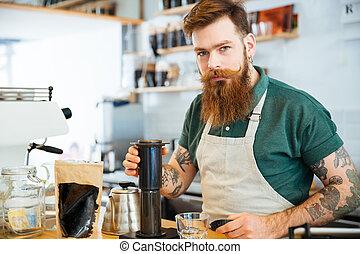 bonito, homem jovem, preparar, café