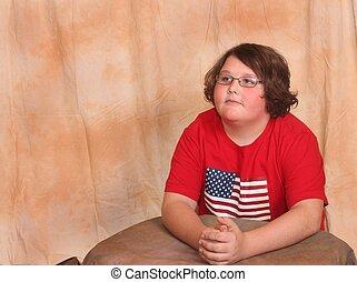 bonito, homem jovem, sentar-se tabela