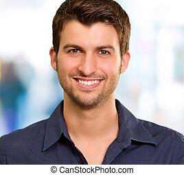 bonito, homem jovem, sorrindo