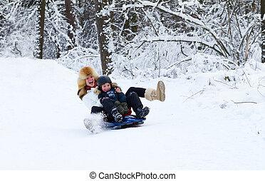 bonito, inverno, passeio, filho, mãe, sleigh, desfrutando, dia