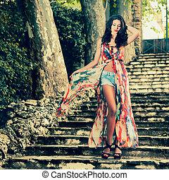 bonito, jardim, moda, jovem, mulher, modelo, escadas
