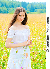 bonito, jovem, campo, menina, sundress, branca