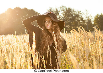bonito, jovem, campo, pôr do sol, modelo, senhora