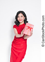 bonito, jovem, fascinante, mulher asian, vestido, em, vestido vermelho, com, um, presente
