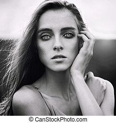 bonito, jovem, loura, mulher, ao ar livre, preto branco, retrato
