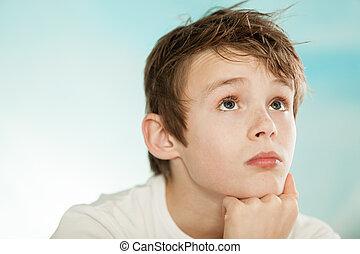 bonito, jovem, menino adolescente, perdido pensamento