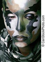 bonito, jovem, moda, mulher, com, militar, estilo, roupa, e, pintura cara, maquiagem, cáqui, cores, dia das bruxas, celebração, cima, verde, padrão