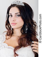 bonito, jovem, noiva, desgastar, casamento branco, vestido, com, profissional, maquiagem