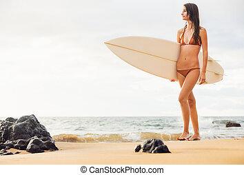 bonito, jovem, surfista, biquíni, pôr do sol, excitado, menina, praia
