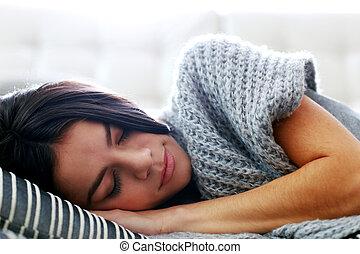 bonito, lar, mulher, jovem, dormir