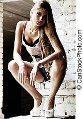 bonito, loura, menina, urbano, retrato