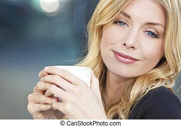bonito, loura, mulher, café bebendo