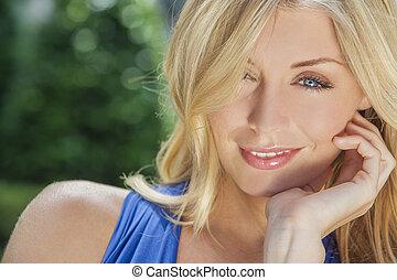 bonito, loura, mulher, com, olhos azuis