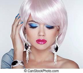bonito, loura, mulher jovem, com, moda, earring., makeup., manicu