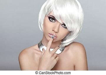 bonito, loura, mulher jovem, com, polaco, finger., makeup., manicure