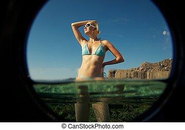 bonito, loura, mulher relaxando, mar