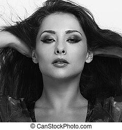 bonito, luminoso, maquilagem, excitado, mulher, com, vento, longo, hair., closeup