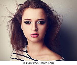 bonito, luminoso, maquilagem, mulher, com, cor-de-rosa, batom, e, vento, hair., closeup, vindima, retrato