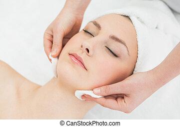 bonito, mãos, mulher, massaging, rosto