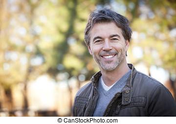 bonito, maduras, feliz, homem, sorrindo, em, a, camera.outside.