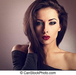 bonito, maquilagem, excitado, mulher, com, quente vermelho, batom, e, longo, lashes olho, olhar, expression., vindima, toned, closeup, retrato