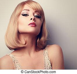 bonito, maquilagem, loiro, mulher, com, cabelo curto, estilo, olhar, sexy., closeup, retrato