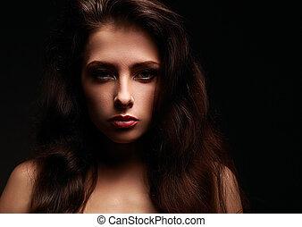 bonito, maquilagem, mulher, com, cabelo longo, ligado, experiência preta