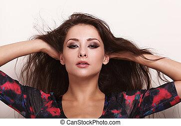 bonito, maquilagem, mulher, com, cabelo longo, olhar, excitado