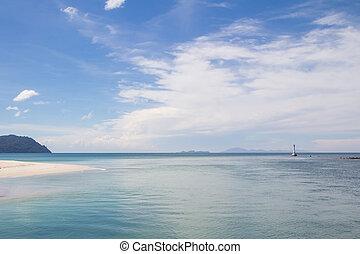 bonito, mar, com, céu azul, ligado, dia ensolarado