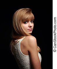 bonito, menina adolescente, posar, com, loura, cabelo longo, estilo, e, cor-de-rosa, batom