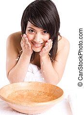bonito, menina asiática, lavando rosto