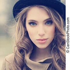 bonito, menina, chapéu, jovem, ao ar livre