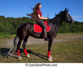 bonito, menina, com, cabelo marrom, ligado, um, cavalo preto