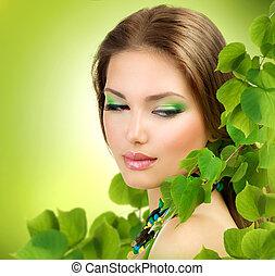 bonito, menina, com, verde, leaves., primavera, beleza, ao ar livre