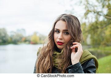 bonito, menina, outdoor., mulher jovem, em, outono, parque