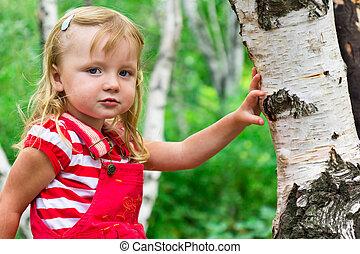 bonito, menina, perto, a, árvore