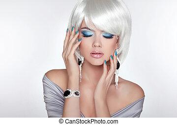bonito, moda, loura, menina, com, bob, hair., makeup., jewelry., sho