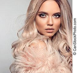bonito, moda, maquilagem, cabelo, posar, loura, loiro, menina, hairstyle., cor-de-rosa, estilo, coat., isolado, longo, experiência., mulher, desgastes, beleza, portrait., excitado, pele, saudável, cinzento, estúdio, modelo, ombre