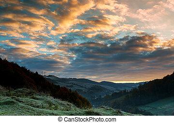bonito, montanhas, ponto, profundo, manhã, floresta outono, acima, majestoso, paisagem., amanhecer, vista