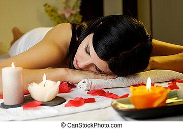 bonito, morena, modelo, relaxante, ligado, tabela massagem, em, spa, salão