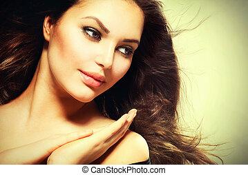 bonito, morena, mulher, com, soprando, saudável, cabelo