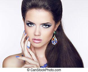 bonito, morena, mulher jovem, com, moda, earring., makeup., homem