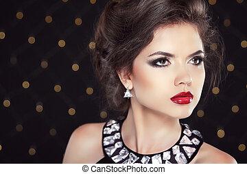 bonito, morena, mulher, modelo, com, maquilagem, e, penteado, neckla