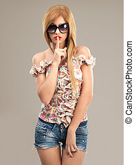 bonito, mulher, óculos de sol,  shorts, Calças brim, moda, Retrato