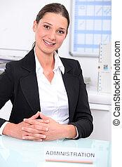 bonito, mulher, administração, trabalhando, serviço