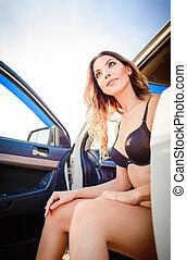 bonito, mulher carro, jovem, sentando