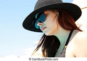 bonito, mulher closeup, óculos de sol, retrato