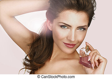 bonito, mulher closeup, aplicando, perfume