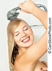 bonito, mulher, fazendo exame um chuveiro