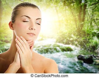 bonito, mulher jovem, aplicando, orgânica, cosméticos, para,...